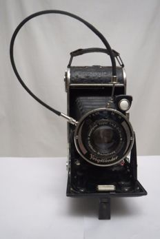 "The rare, disappearing very first camera of the company Voigtlander-Braunschweig ""BESSA"" 1929-1940 For the domestic market of Germany.The lens Anastigmat Voigtar 1 / 4,5  F = 110mm"