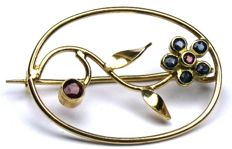 Ruby sapphire brooch in the shape of a floral vine solid 18 kt / 750 yellow gold