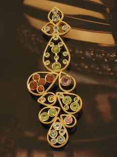 Pendant in 18 kt yellow gold with 36 coloured gemstones