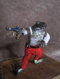 "Taxidermy - Anthropomorphic ""Pirate Frog""- Rana temporaria - 12cm"
