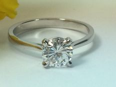 Exclusive solitaire diamond ring 1.01ct. E VS 2 in 18kt white gold with HRD certificate, new, handmade