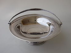 Big English centrepiece with lockable handle in silver, hallmarked H&W, Sheffield UK, 1900