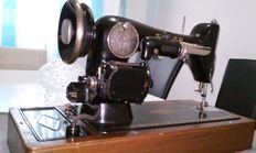 Singer model 201, old sewing machine, portable electric, rare collection item.