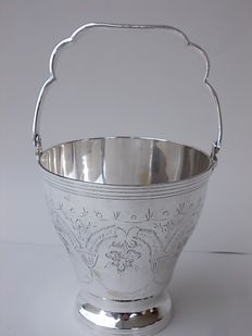Antique English Ice Bucket in Silver Plate, Bottom marked E.P.N.S.