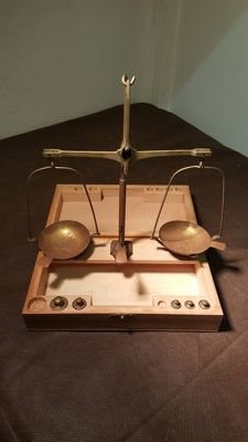 Vintage pharmaceutical brass scales with wooden box - Italy, 20th C
