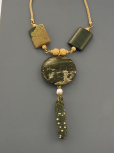 18 kt gold necklace with jasper. Length: 20 cm + 20 cm + spring ring clasp, 1 cm.