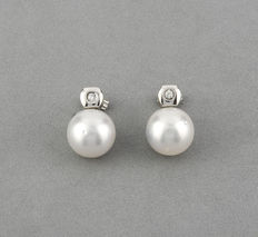Pendientes en oro blanco 18 kt con diamantes y perla south sea pearls; Alto máximo del pendiente: 14,70 mm (aprox)