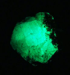 Green Emerald- 40x36x20mm - 46 grams/ 231.85 ct