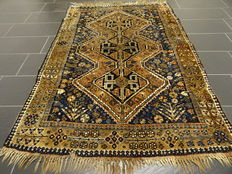Antique hand-knotted Persian carpet, Qashqai, nomad carpet, wool on wool, made in Iran, 140 x 200 cm around 1920/1930