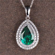 18 Kt White Gold Pendant with a Natural Green Emerald & Diamonds
