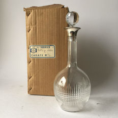 Baccarat art deco cut crystal decanter Nancy with silver top and original box (box is very rare), France, circa 1920-1930