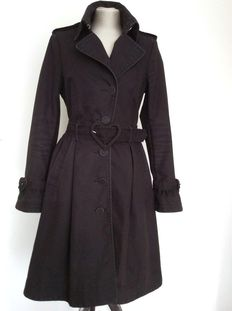Black trench coat with a belt with hearts and lining with hearts