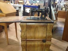 Singer15 sewing machine with cabinet, 1926