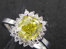 18kt gold ring with fancy olive green cushion diamond, total  1.80 ct, ring size: 56/17.30 mm