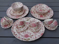 Johnson Brothers , 24 delig  servies design ROZE CHINTZ