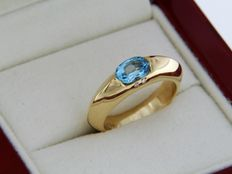 18 karat yellow gold ring - topaz-blue - diamonds - size 54