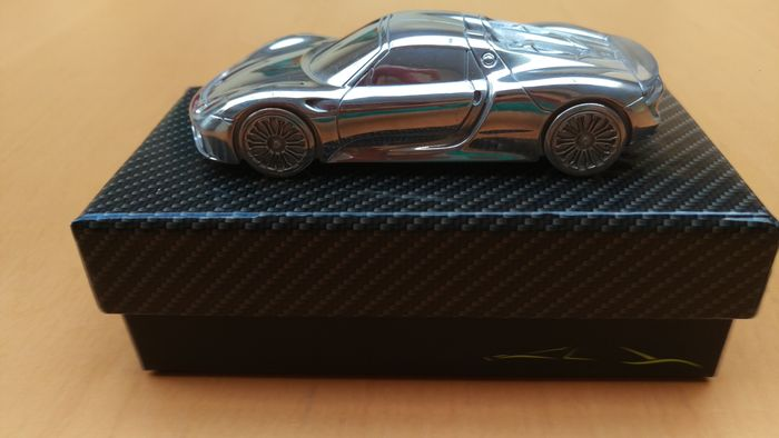 2014 Porsche 918 Spyder - solid aluminium Paperweight in luxury gift packaging - scale 1/43