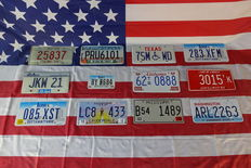Beautiful set of 12 American license plates - 25837 - JKW21 - 085XST - PRU6101 - BY0684 - LC8433 - 7SMWD - 62TR0888 - B541489 - 283XFM - 3015TK - ARL2263