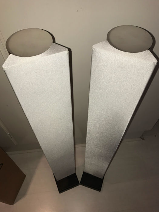 Bang & Olufsen set: BeoLab 8000 speakers in original box, white edition, with BeoCenter 2300