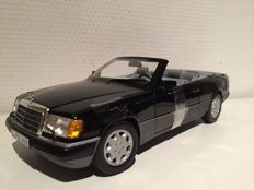 Norev - Scale 1/18 - Mercedes-Benz  300 CE-24 Convertible 1990 black