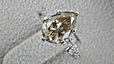 2.52 ct pear shape diamond ring in 14 kt white gold - size 6