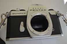 Body Pentax Spotmatic F with many accessories