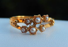 Ring with 6 fine pearls, 18kt yellow gold mount.