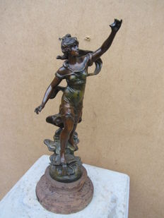 Female statue on wooden base - metal alloy statue - France - ca 1900