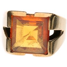 Yellow gold ring set with an orange synthetic corundum