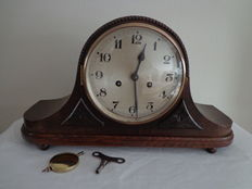 Pendulum clock / Mantle clock - period 1930