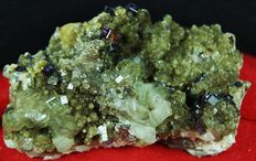 Green-coloured Fluorapatite with fluorite siderite on mica - 10 x 6 x 3cm - 180gr