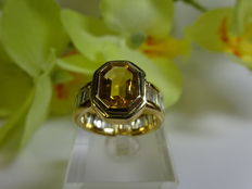 Yellow gold ring set with 1 citrine and 28 river baguette diamonds