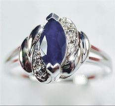 Natural white gold ring with sapphire and diamond - no reserve -