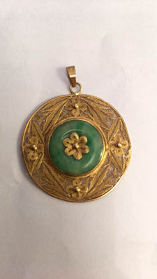 High alloy gold pendant with filigree work and Jade