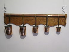 Set of 5 milk measures in tin-plated red copper, yellow copper handle and solid oak shelf, handcrafted.
