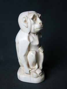 Art Deco ivory statue of a stylised monkey - Signed with monogram M.M.
