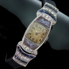 Platinum Art Deco Movado ladies' watch with diamonds, sapphires and two cameos of artistic women nude's, anno 1920