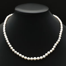 Fresh water pearls necklace with a 14kt fluted ball pearl clasp