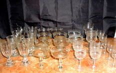A Lot with 30 Vintage Cut Crystal Champagne Footed Cups and Glasses