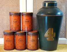 Brocante, old cans - a large English shop tea can (46.5 cm) and five old Dutch stock cans in Japanese/Chinese style