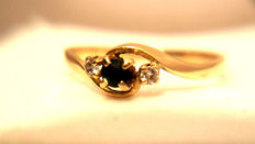 Yellow gold ring, 750/1000 18 kt + 1 sapphire and 2 diamonds.