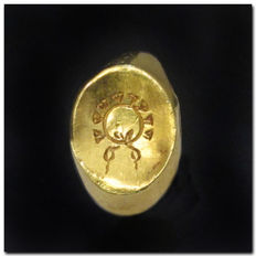 Greek Gold Finger Ring Engraved with Wreath, GB=F/G - USA=3 - Inside D 1.5 cm - Shank: 1.5 cm L