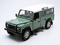 Universal hobbies - Schaal 1/18 - Land Rover Defender 110 Station Wagon