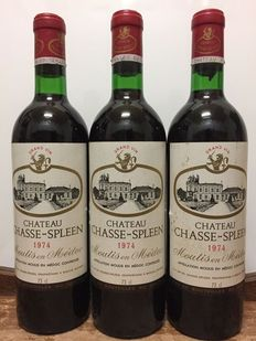 Château Chasse-Spleen, Cru Bourgeois Exceptionnel  Moulis en Médoc - 1974 – Three bottles in total