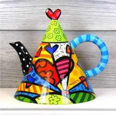Romero Britto - Triangle Teapot