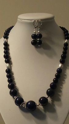 Necklace and earrings with silver and lapis lazuli beads