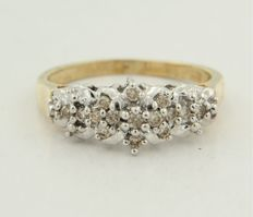 Bi-colour gold ring of 14 kt with brilliant cut diamond.