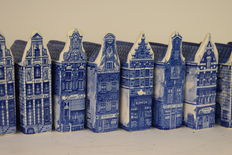 11 Delft houses - Canal houses