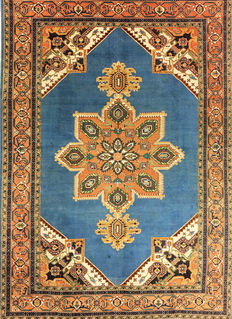 Persian carpet, Heriz, 348 x 252 cm.