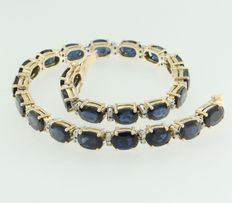 14 kt bicolour gold bracelet set with 23 oval facetted cut sapphires and octagon cut diamonds